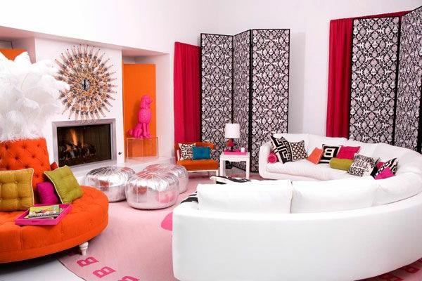 weißes-Sofa-in-halbrunder-Form-schickes-Design