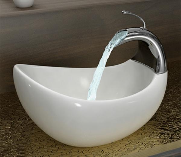 weißes-designer-waschbecken-mit-einem-schicken-look