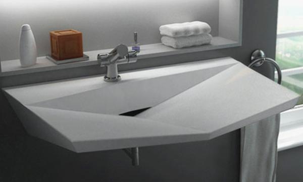weißes-designer-waschbecken-mit-einer-originellen-form