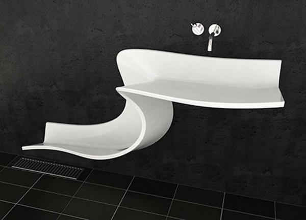 weißes-designer-waschbecken-mit-extravaganter-form - im schwarzen bad