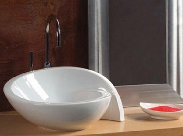 weißes-designer-waschbecken