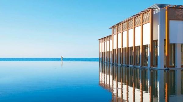 wirklich-schönes-design-vom-fertigschwimmbecken