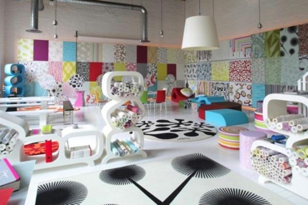 wohnraum gestaltung-mit-vielen-möbeln-und-dekoartikeln