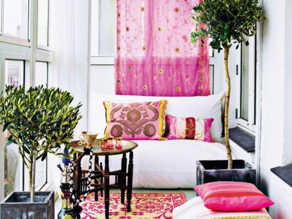 wohnraum gestaltung-rosige-gardinen