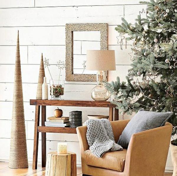 wunderbar--dekorierter-Weihnachtsbaum-Sternen