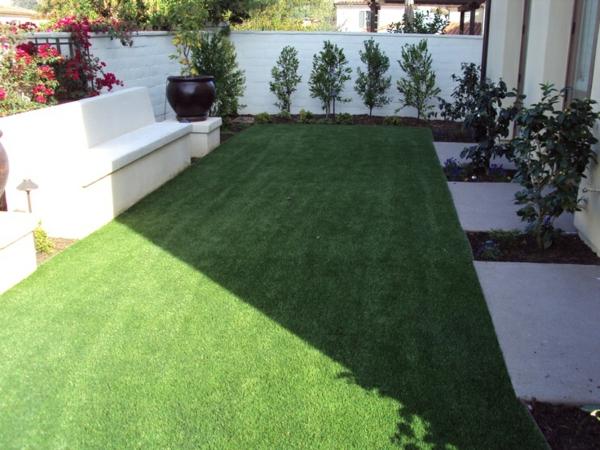 wunderbare-Terrasse-mit-künstlichem-Gras