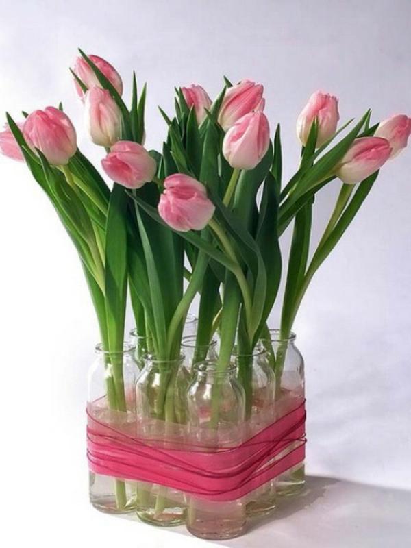 wunderbare-Tischdeko-mit-rosa-Tulpen