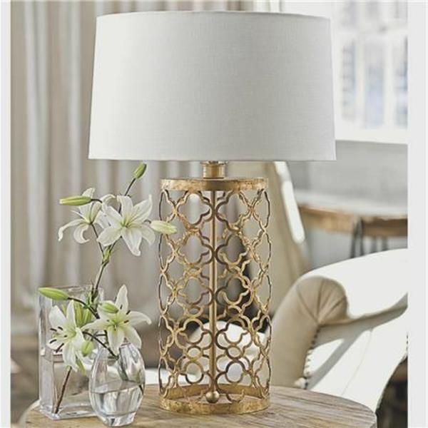 wunderbare-stilvolle-weiße-tischlampe