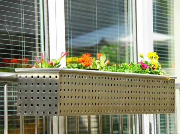wunderbarer--Blumenkasten-für-den-Balkon