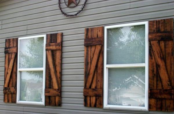 wunderbarer-Holz-Fensterlaeden