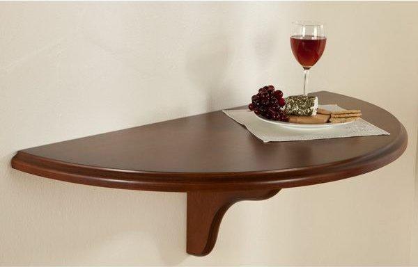 wunderbarer-Tisch-in-halbrunder-Form-an-der-Wand