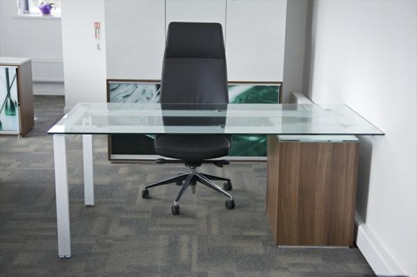 wunderbarer-gläserne-Schreibtische-im-Büro
