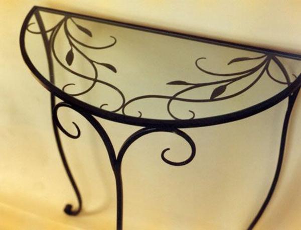 wunderbarer-halbrunder-Tisch-aus-Metall-und-Glas
