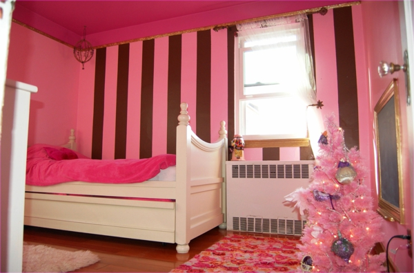 -wunderbares-Schlafzimmer-in-rosa-Farbe