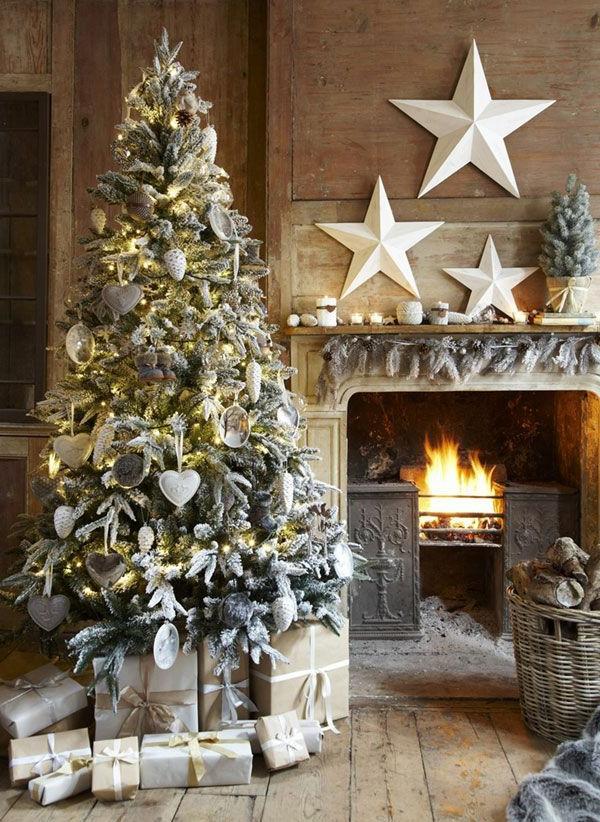 wunderschön--dekorierter-Weihnachtsbaum-