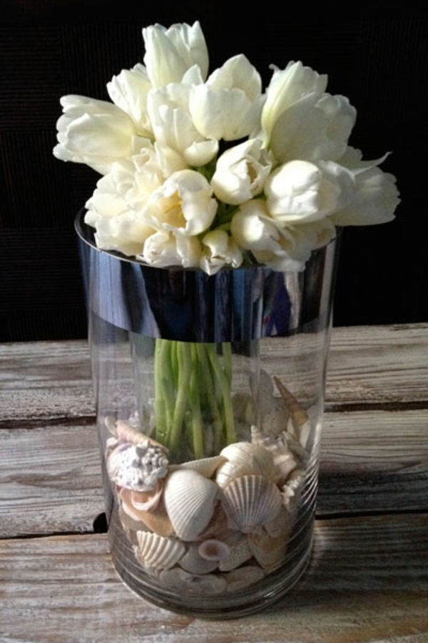 wunderschöne-Vase-mit-Tulpen-und-