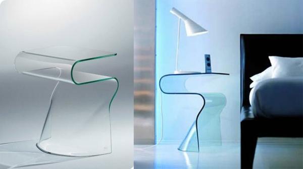 wunderschöne-elegante-Beistelltische-aus-Glas-im-Schlafzimmer