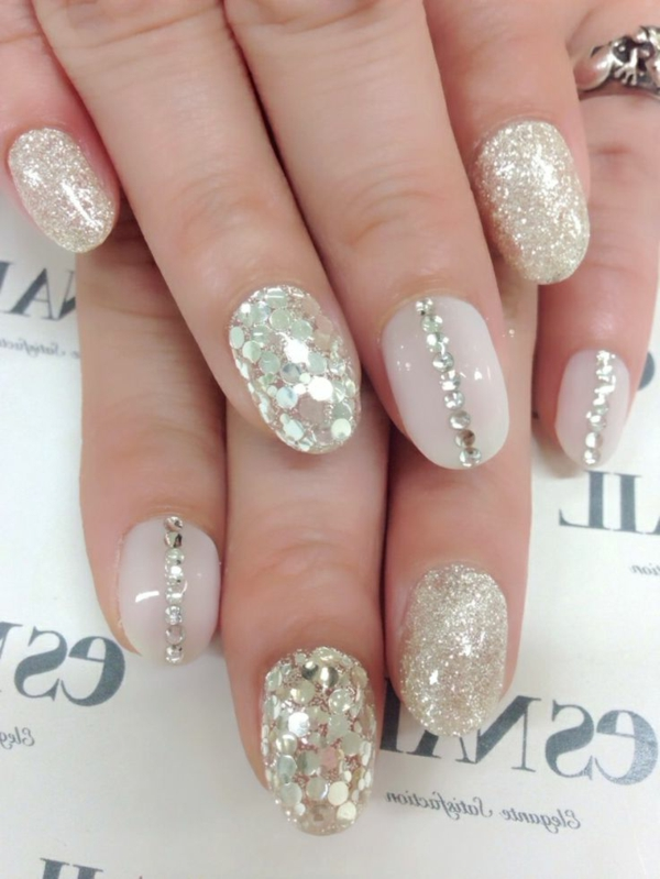 wunderschönes-Fingernägel-Design-Golden