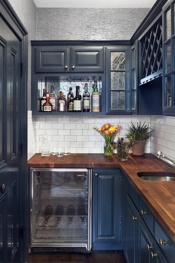 Dunkel Blau Farbe Für Eine Elegante Kleine Küche