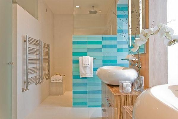 Badezimmer-Gestaltung-Heizung-Handtuchhalter-in-Türkis-Badheizkörper- Heizkörper Handtuchhalter