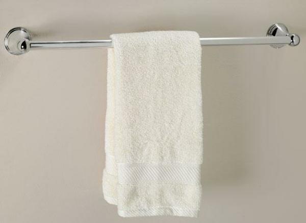 Badezimmer-Gestaltung-mit-klassischem-Tuchhalter