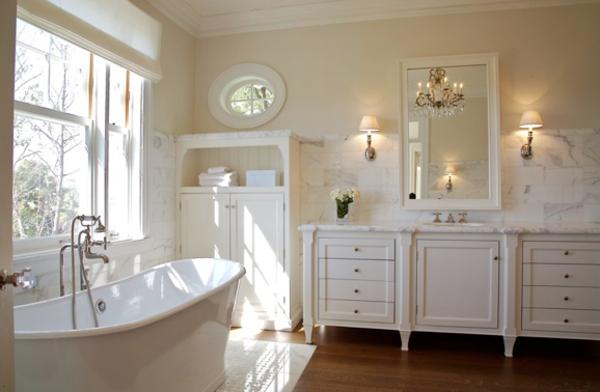 Badezimmer-Interior—Design-Idee-mit-schönen-Eierschalenfarben--