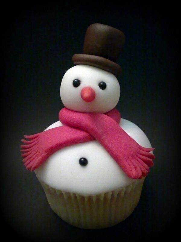 Cupcake-mit-einem-Schneemann-zum-Weihnachten-backen