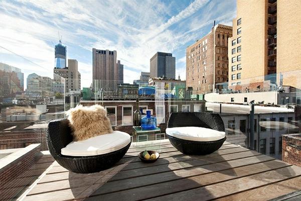 Dachterrasse-Terrasse-mit-modernen-Möbeln-einrichten