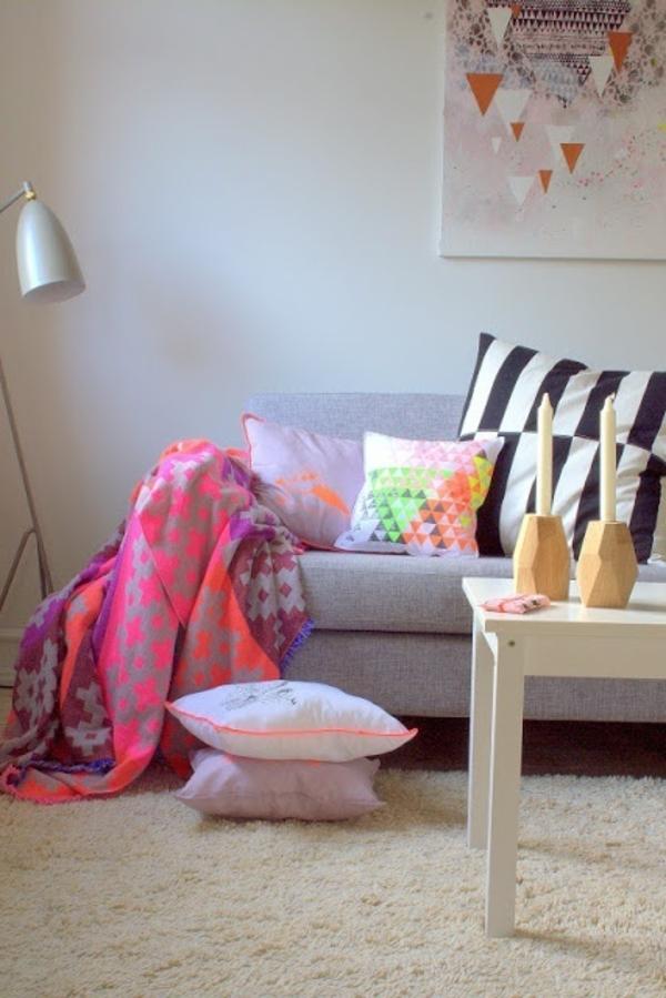 Decke-in-rosa-Neon-Farben