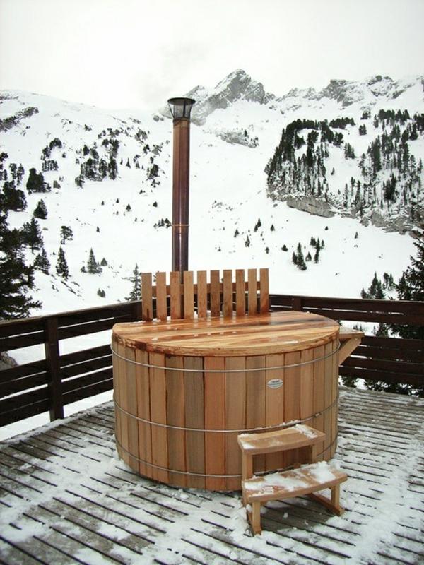 Den-Garten-mit-einem-tollen-Whirlpool-aus-Holz-gestalten