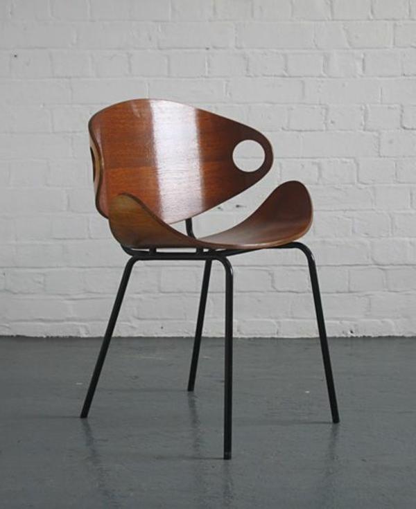 Designstuhl-aus-Holz-mit-erstaunlichem-Design