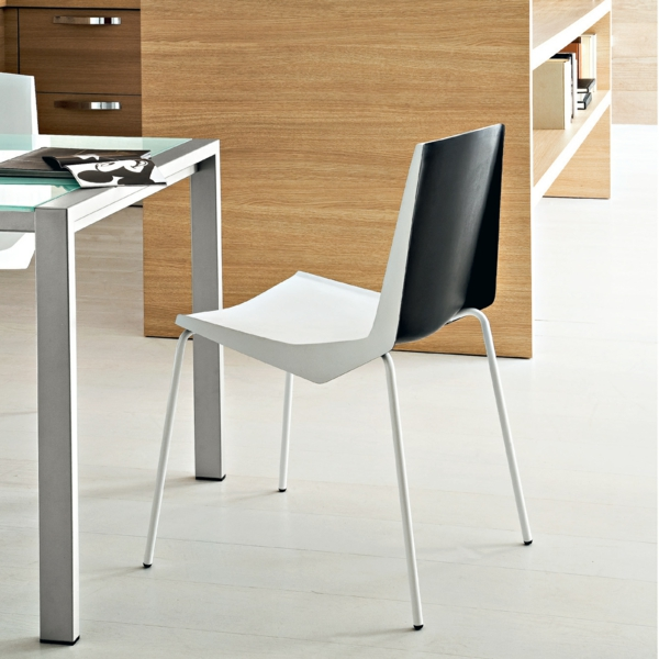 Esszimmerstühle-mit-trendigem-Design-in-Weiß-und-Schwarz