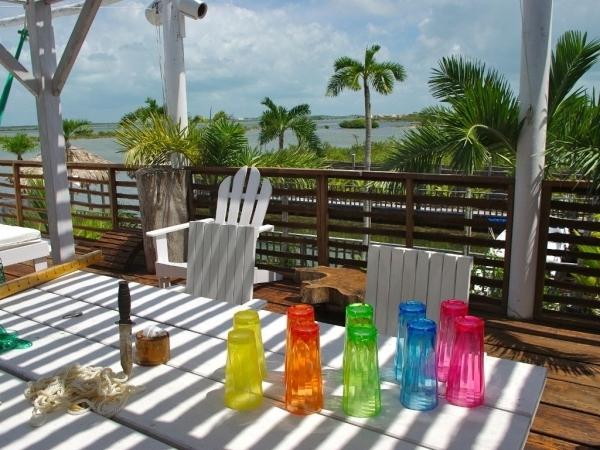 Farbenfrohe-Akzente-Dekoideen-Balkon-Gestaltung