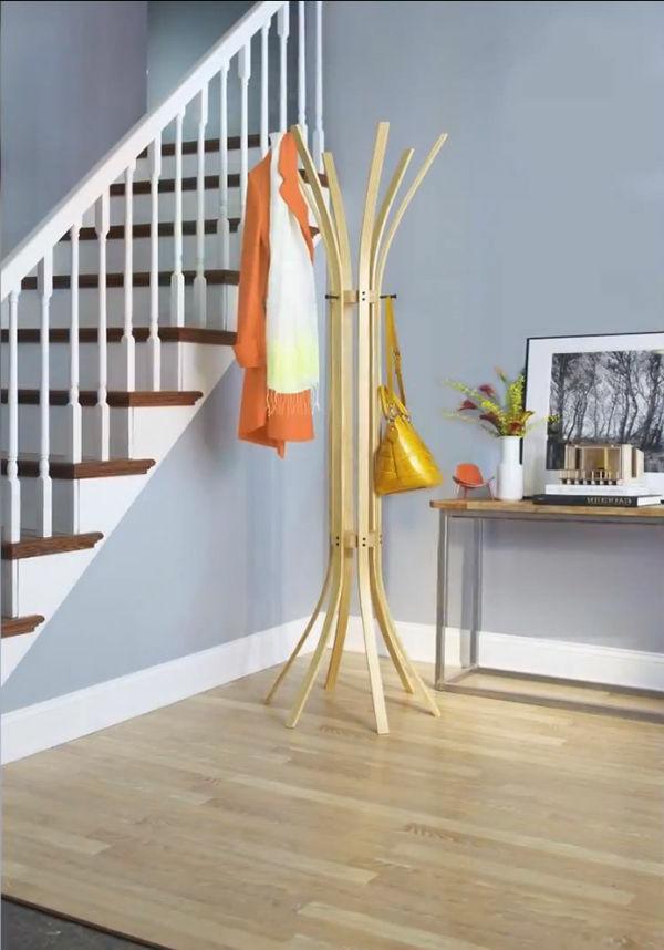 tolle beispiele f r einen modernen garderobenst nder. Black Bedroom Furniture Sets. Home Design Ideas
