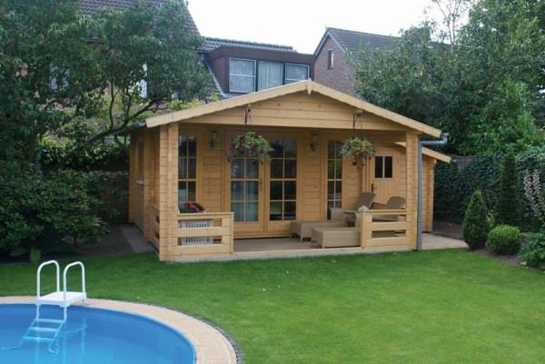 Gartenhaus-selber-bauen-am-Pool