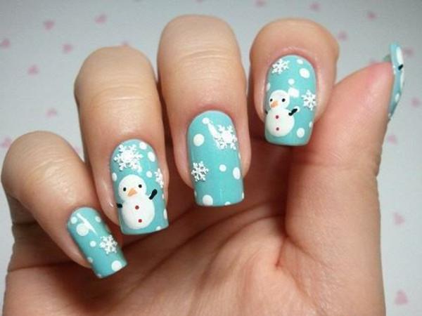Gelnägel-für-Weihnachten-in-.Babyblau-mit-schönen-Motiven-Schneemänner