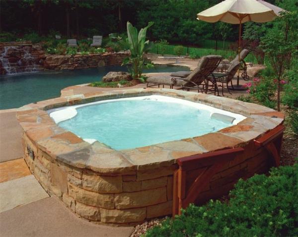 Gestaltungsideen-für-den-perfekten-Garten-mit-Whirlpool--