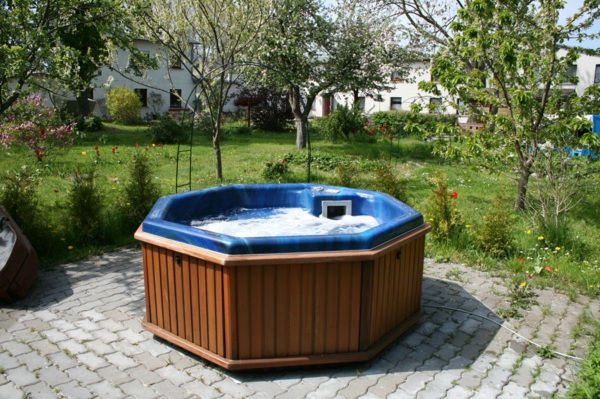 whirlpool im garten 100 fantastische modelle. Black Bedroom Furniture Sets. Home Design Ideas