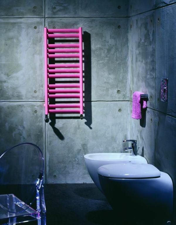 Handtuchheizkörper-in-frischer-rosa-Farbe