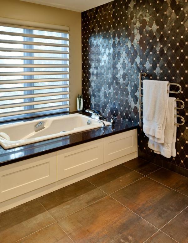 Heizender-Handtuchhalter-im-Badezimmer-modernes-Design