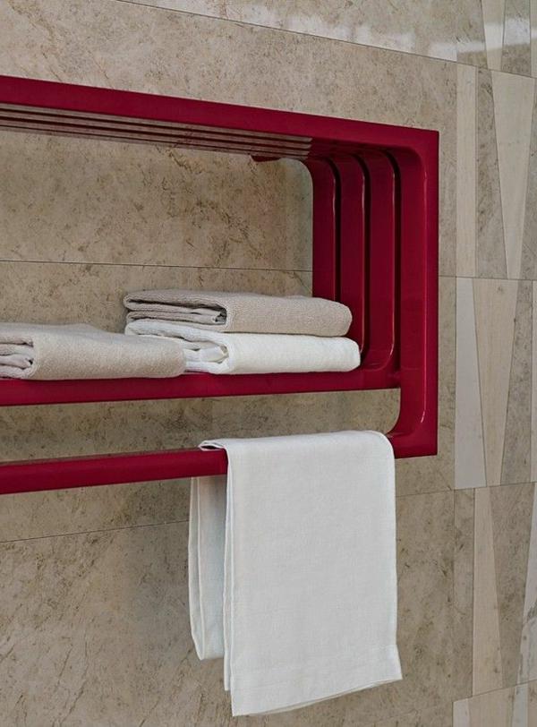 Heizkörper-Handtuchhalter-mit-einem-modernen-Design-in-Rot