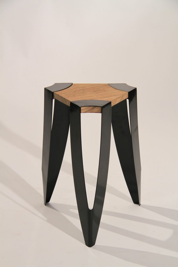 Hocker-aus-Holz-Ideen-für-Interior-Metallbeine