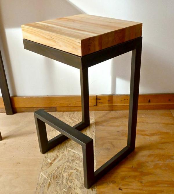 Holzhocker-mit-originellem-Design-Interior-Design-Idee Hocker aus Holz