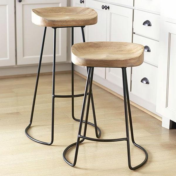 Holzstühle-mit-Metallbeinen