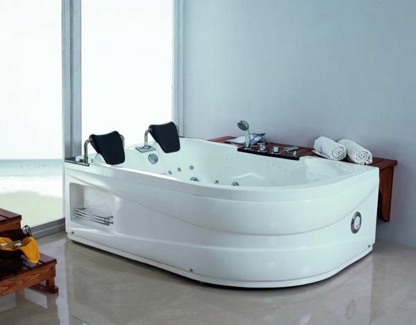 Hydro-Massage-modernes- Whirpool-für-Innen