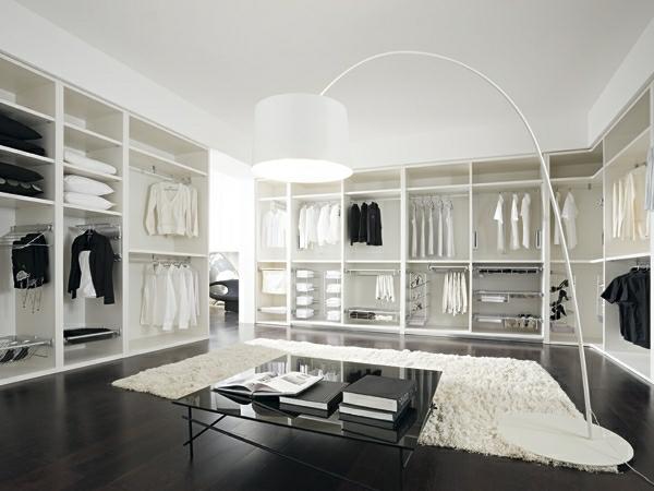 Interior-Design-exklusiver-begehbarer-Kleiderschrank-