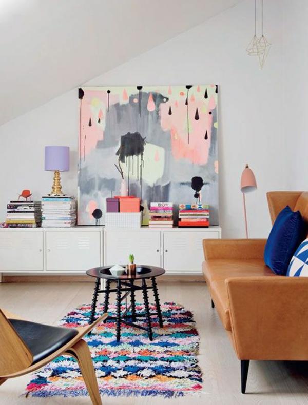 Interior-Design-schönes-Wohnzimmer-mit-Wandbild