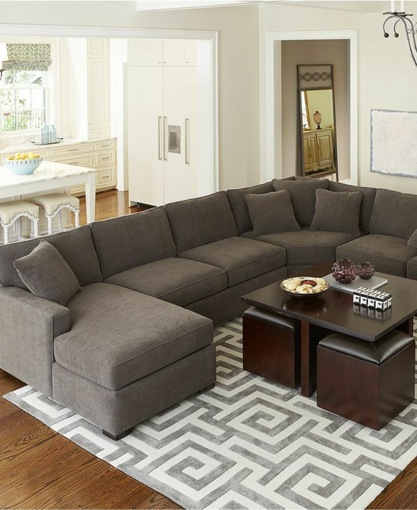 Interior-Design-schönes-Wohnzimmer-mit-grauem-Sofa elegante Wohnzimmer