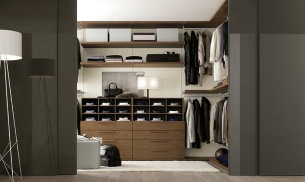 Interior--moderne-begehbare-Kleiderschränke