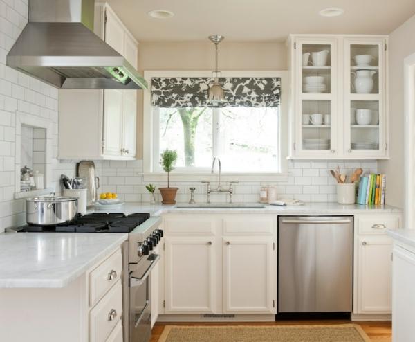 Küche-Interior—Design-Idee-mit-schönen-Eierschalenfarben